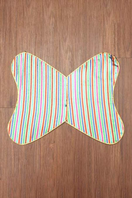 MULTICOLOR BUTTERFLY WINGS