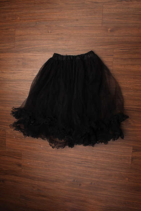 Black net skirt by rentsake.com